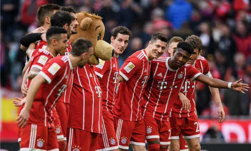 Lewandowski ghi hat-trick, cán mốc 100 bàn cho Bayern ở Bundesliga