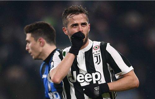 Pjanic ghi bàn quyết định cho Juventus.