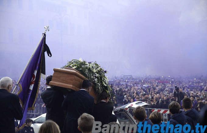 Hàng vạn CĐV có mặt ở nhà thờ dự lễ tang của trung vệ Astori
