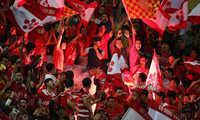 CĐV Hải Phòng phấn khích khi đội nhà vượt qua Nam Định