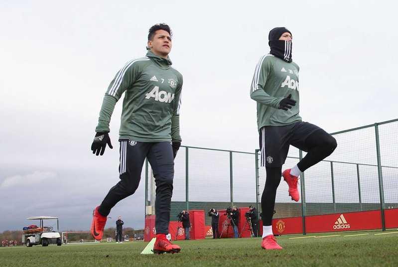 Đằng sau lý do Sanchez ăn một mình ở căng tin của Man United
