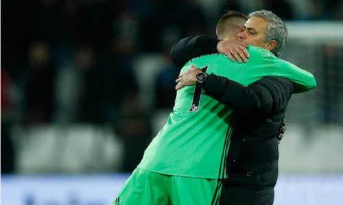 """Mourinho: """"Tôi chả hiểu Real nghĩ gì khi suốt ngày theo đuổi De Gea"""""""