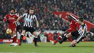 Sao sáng lập công, Liverpool vượt mặt MU