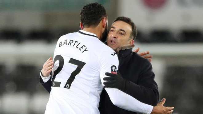 """HLV Swansea :""""Mourinho nên được tôn vinh là Vua bóng đá"""""""