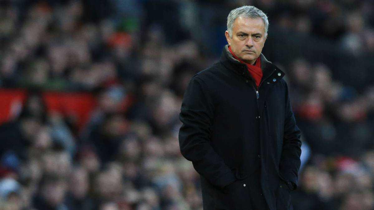 Mourinho bị phản, De Gea làm loạn