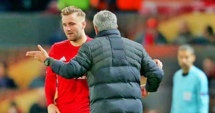 Shaw bị ức chế, cãi nhau tay đôi với Mourinho