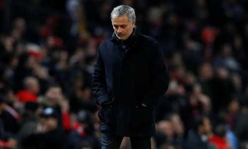 CĐV Man United đòi sa thải Mourinho sau trận thua muối mặt