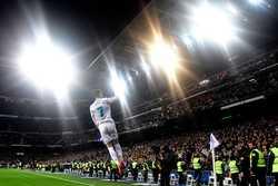 Ronaldo một mình chấp cả đội Man United