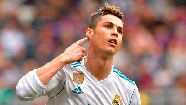 """""""Ronaldo cứ chạm bóng là thành bàn"""""""
