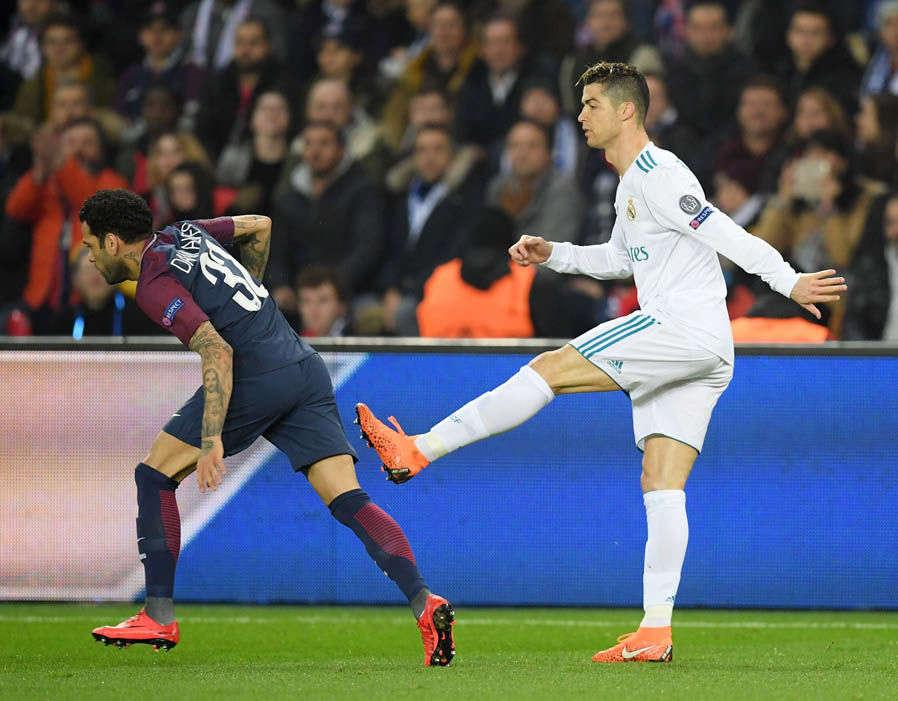 Ronaldo xứng đáng nhận thẻ vàng sau tình huống này