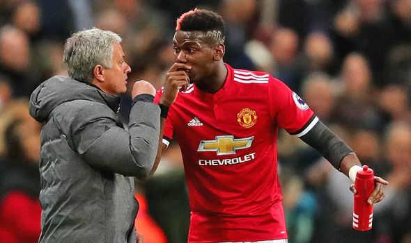 """Sếp lớn bật đèn xanh, Mourinho tha hồ """"trị"""" Pogba"""
