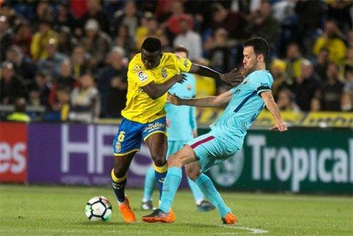 Busquets không thể giúp Barca giành chiến thắng trên sân Las Palmas.