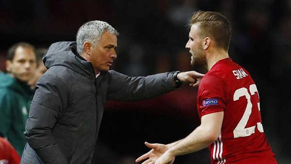 Luke Shaw cãi nhau tay đôi với Mourinho trong phòng thay đồ