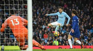 Đánh bại Chelsea, Man City tiến gần hơn chức vô địch