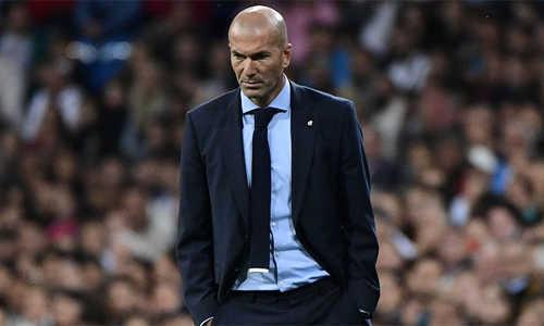 CĐV Real tiếp tục gây sức ép lên BHL để sa thải Zidane