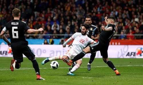 Ở tuyển Tây Ban Nha, Isco thấy thoải mái hơn ở Real Madrid