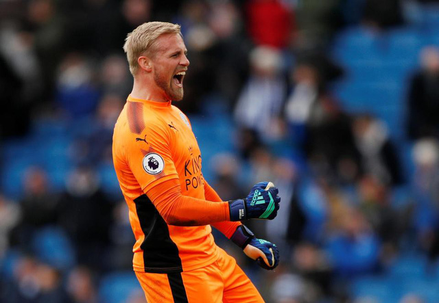 Kasper Schmeichel tỏa sáng rực rỡ ở trận gặp Brighton