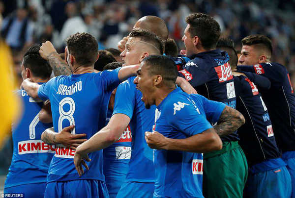 Thắng Juventus, Napoli khiến cuộc đua Scudetto ở Serie A căng như dây đàn