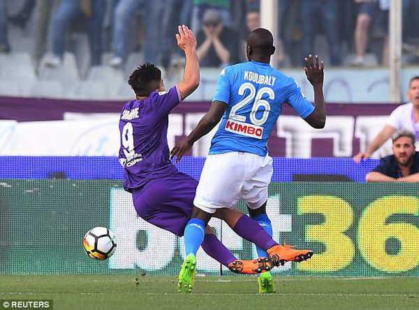 Napoli thua thảm hại, dâng chức vô địch Serie A cho Juventus