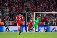 Ngược dòng trước Bayern, Real đặt một chân vào Chung kết