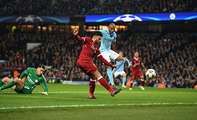 Cơ hội rõ ràng nhất của Liverpool tới ở phút cuối hiệp 1