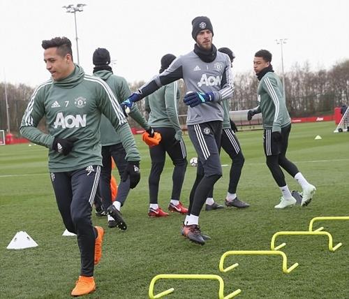 Cầu thủ Man Utd tỏ ra thoải mái khi chuẩn bị cho trận đấu với Man City.