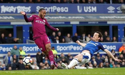 Everton bất lực trước lối chơi chuyền bóng nhuần nhuyễn của Man City.