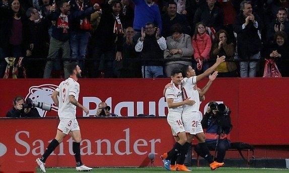 Sevilla chơi tuyệt hay và có 2 bàn dẫn trước.