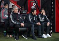 """HLV Mourinho: """"MU phải trả giá vì sự thất thường"""""""