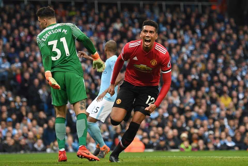 """Mourinho đã làm gì khiến MU chơi """"lên đồng"""" ở hiệp hai?"""