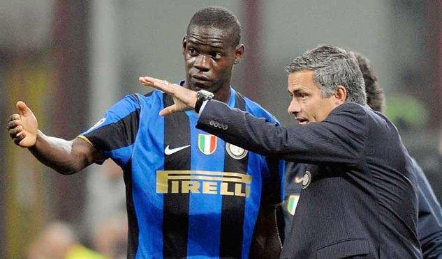 """MU bất ngờ rước """"ông kễnh"""" Balotelli, PSG dùng lương khủng dụ Alderweireld"""