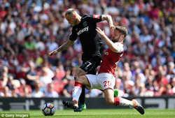 Lacazette tỏa sáng, Arsenal đè bẹp West Ham