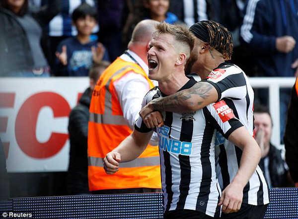 Lacazette nổ súng, Arsenal vẫn để Newcastle lội ngược dòng khó tin