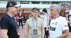 Ông chủ MU khen Mourinho, Abramovich làm loạn Chelsea