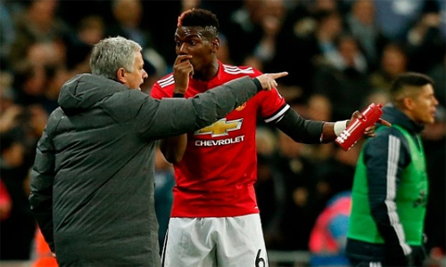 Pogba phủ nhận việc xảy ra mâu thuẫn với Mourinho.