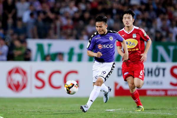 Sự tự tin đã trở lại với Quang Hải sau cú đá phạt vào lưới Khánh Hòa