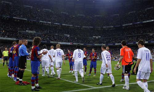 Real Madrid có nguy cơ phải xếp hàng vỗ tay mừng Barca vô địch