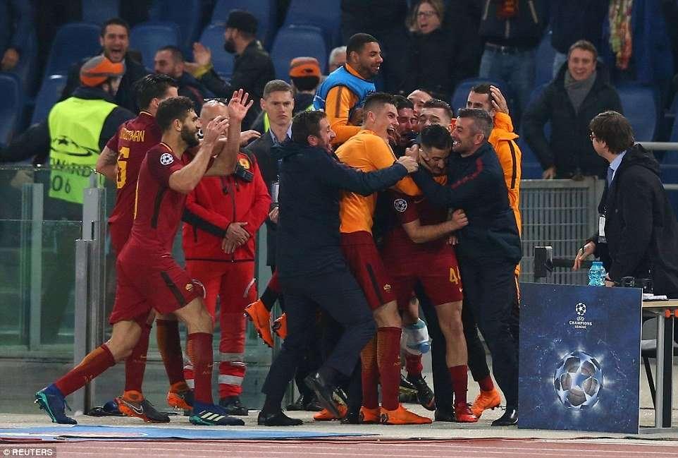 Niềm vui vỡ òa của các cầu thủ Roma khi lần đầu tiên vào bán kết Champions League