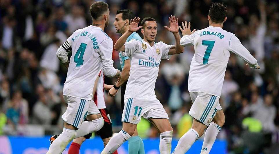 Ronaldo ghi tuyệt phẩm, Real thoát thua trên sân nhà