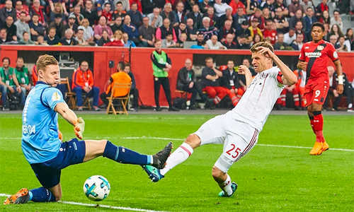 Hạ Leverkusen, Bayern tiến đến cú ăn ba