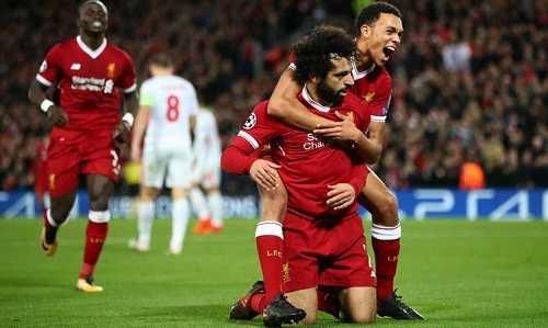 Hậu vệ Liverpool cảm thấy may mắn vì không phải đối đầu với Salah ở các trận chính thức