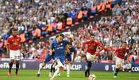Biến Phil Jones thành tội đồ, Hazard giúp Chelsea nâng cao cúp FA