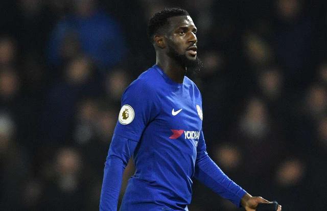 """Bakayoko được Chelsea mua về để thay thế Matic. Thế nhưng, cầu thủ này lại không thể hiện được những gì ở Monaco. Bakayoko không thể làm """"tấm lá chắn"""" trước hàng hậu vệ của Chelsea. Không những vậy, anh thi đấu khá lúng túng và thường xuyên mắc sai lầm. Có lẽ, vấn đề ở Bakayoko giống như Lindelof khi chưa thể thích nghi với Premier League."""