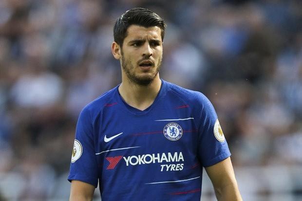 Ở giai đoạn đầu mùa, Morata đã thi đấu khá ấn tượng với 6 bàn, 2 kiến tạo ở 6 vòng đấu đầu tiên nhưng cầu thủ này ngày càng mờ dần. Trong cả giai đoạn lượt về, anh chỉ ghi… 1 bàn ở Premier League (bằng đúng số thẻ đỏ mà cầu thủ này phải nhận). Sự kém cỏi của Morata là một trong những nguyên nhân khiến Chelsea không thể giành vị trí trong top 4 Premier League.