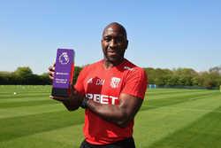 HLV West Brom nhận giải HLV xuất sắc nhất tháng ở Premier League dù cho đội bóng của ông xuống hạng