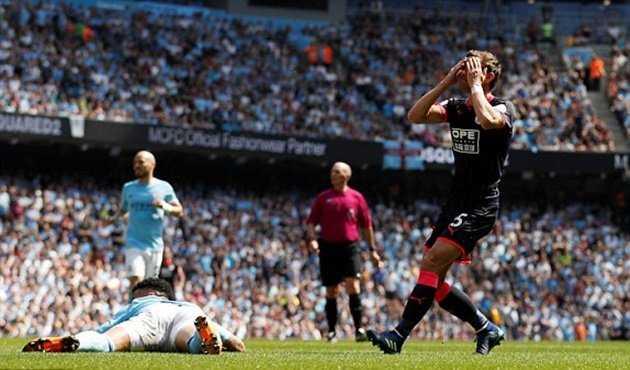 Tung đội hình mạnh nhất, Man City vẫn bị Huddersfield cầm hòa