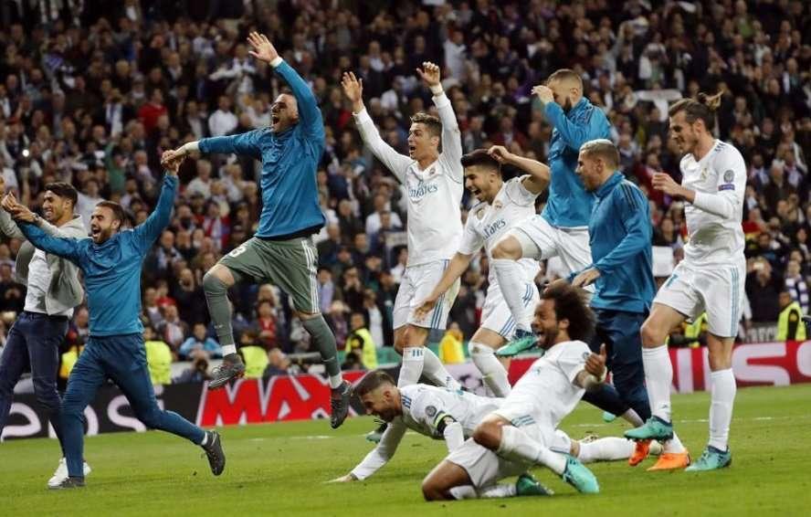 Các cầu thủ Real ăn mừng sau khi đoạt vé vào chung kết