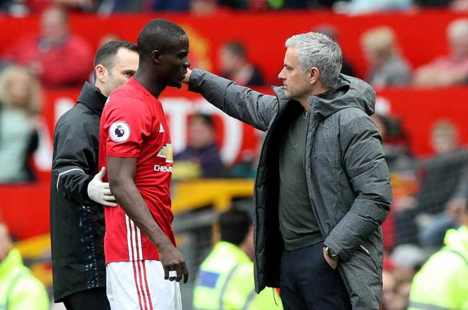 Bailly bức xúc Mourinho bỏ MU,Tottenham đổi Alderweireld lấy về Martial