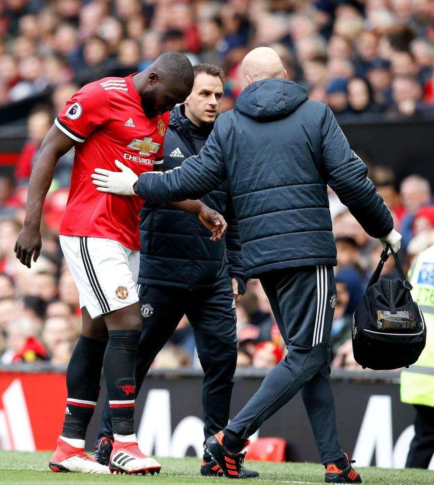 Lukaku bị đau trong trận gặp Arsenal