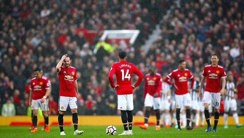 MU là đội duy nhất để thua cả 3 tân binh thăng hạng Premier League mùa này
